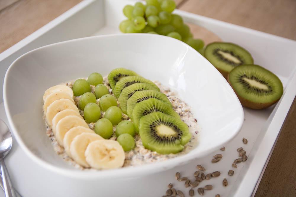 Porridge mit grünen Früchten