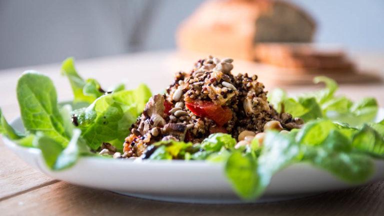 Bunter Quinoa Salat mit Kichererbsen