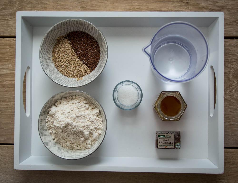 Zutaten für Bagel aus Dinkelmehl.