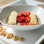 Chia Quinoa Porridge mit Erdnussbutter