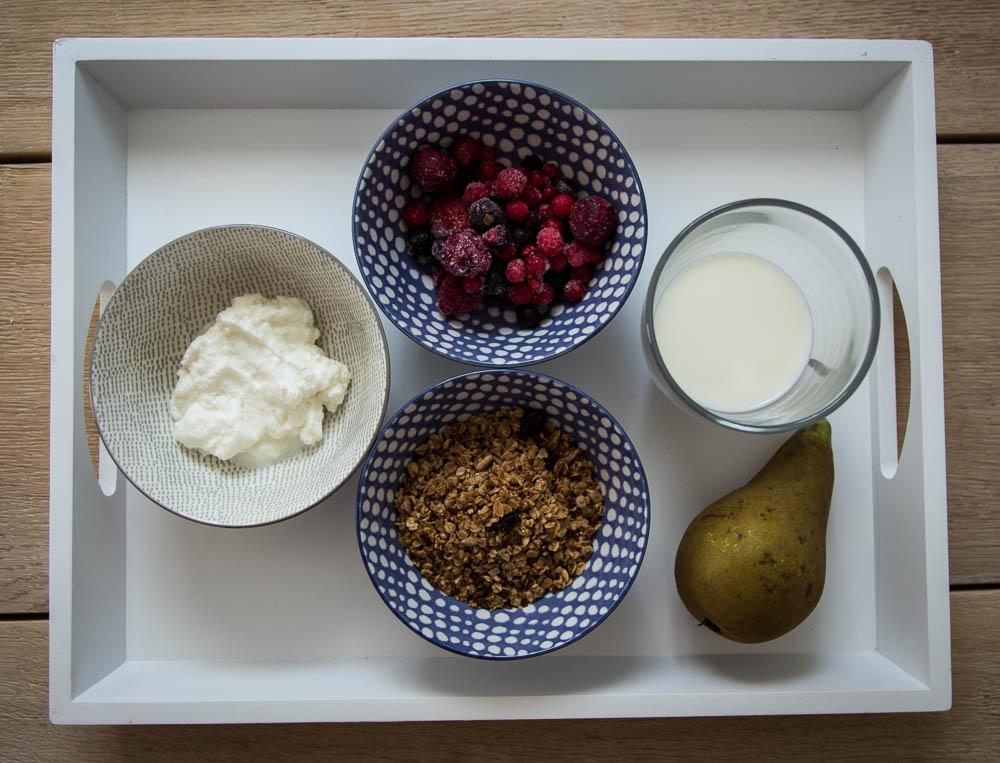 Zutaten für die Granola Bowl mit Skyr und Früchten