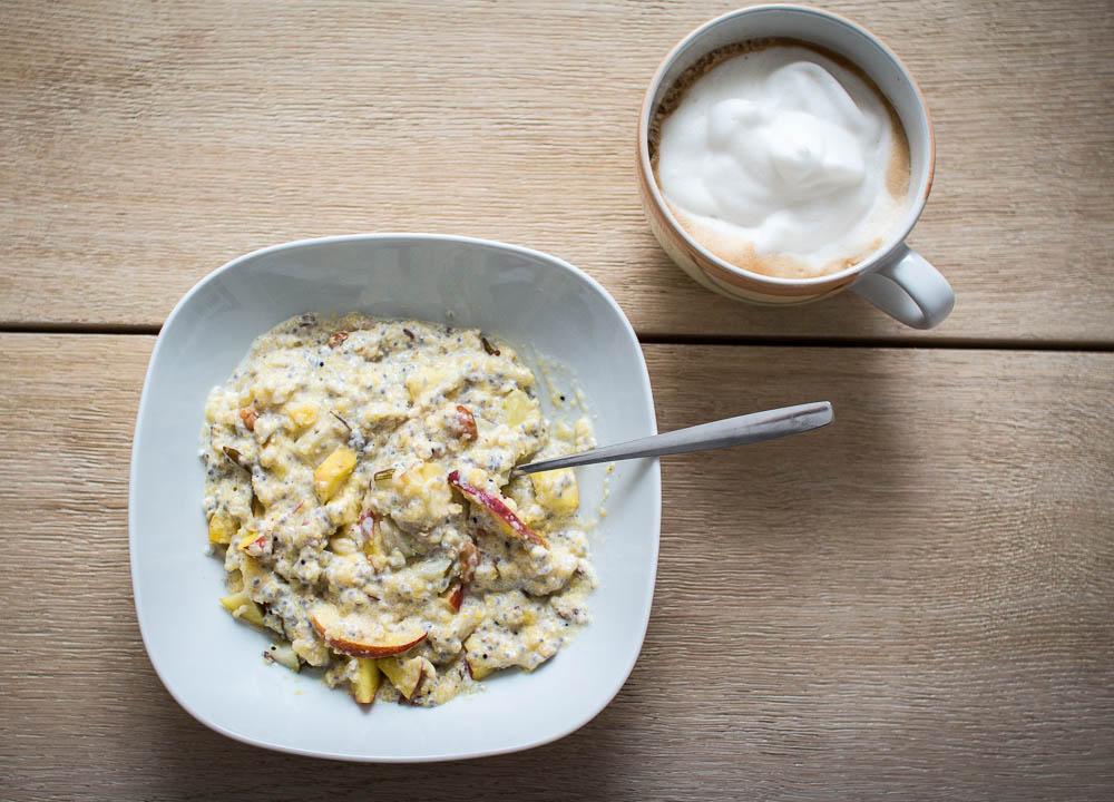 fertiges Polenta Porridge mit leckerem Superfood
