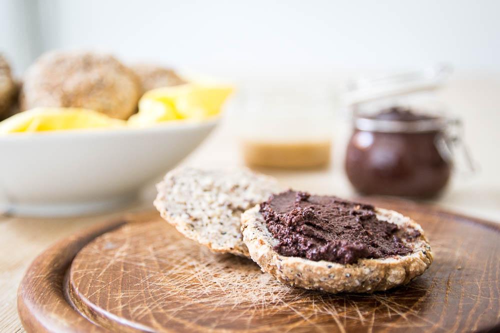 Buchweizen Quinoa Brötchen mit veganer Schokocreme