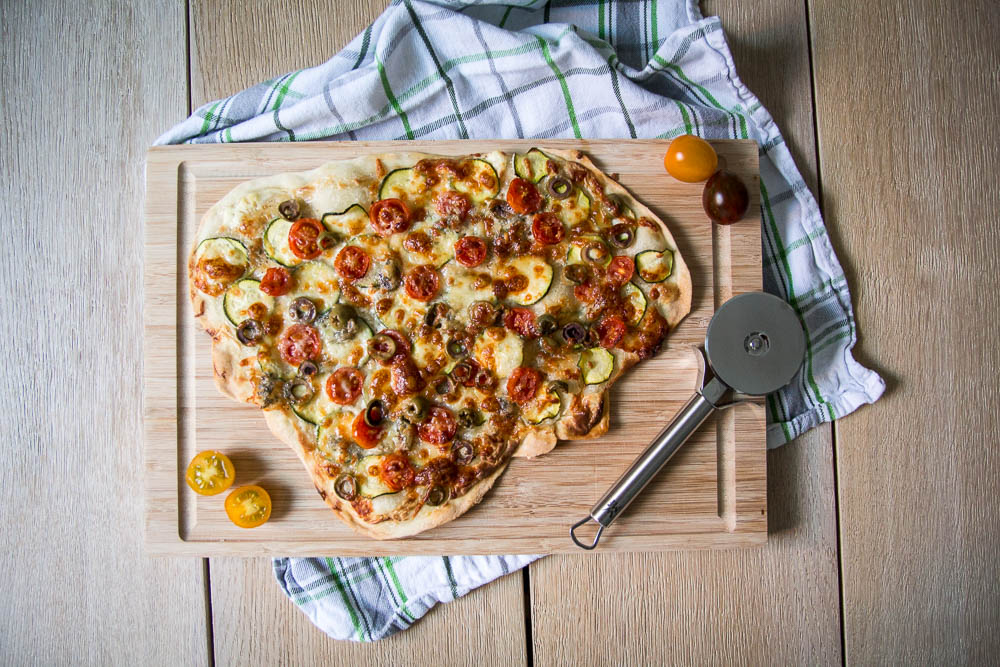 mediterraner vegetarischer Flammkuchen