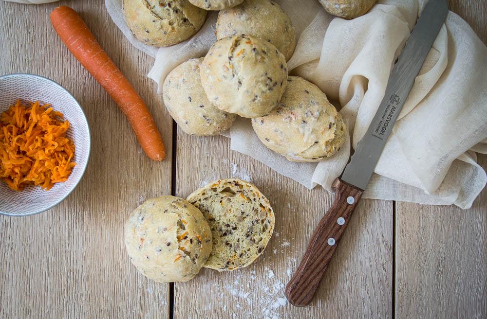 Karotten-Mehrkorn-Brötchen