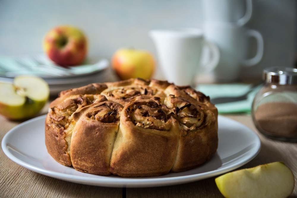 Rosenkuchen mit Apfel-Zimt-Füllung