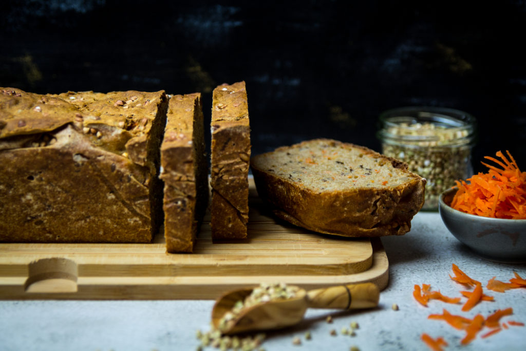 Dinkelvollkorn Buchweizen Brot mit Karottenraspel