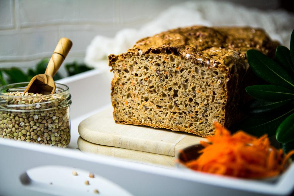 Basisches Dinkelvollkorn Buchweizen Brot mit Karottenraspel