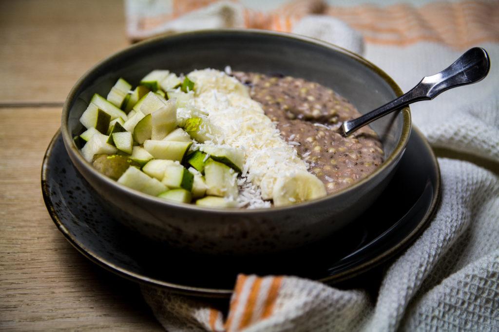 Basisches Buchweizen Porridge mit Obst