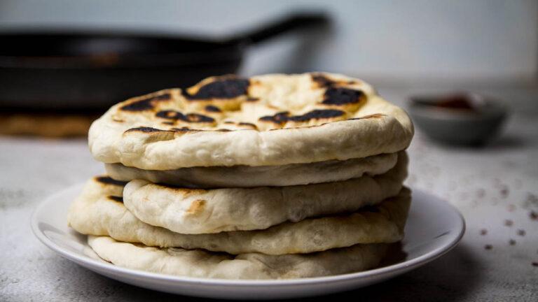 Fluffiges Naan Brot wie aus Indien